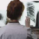 woman_looking_at_xray_165_x_165_.png